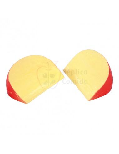 Réplica de Imitación Queso de bola roja en porciones triangulares  8x11cm